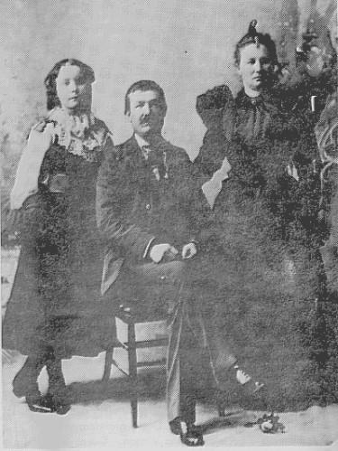 Ceph and Nicey Ellen (Inabnitt) Inabnitt and her daughter, Mavis Rudd