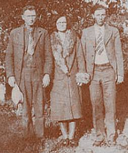 Louis Thomas, Beulah (Boon) and son, Okley Lee Burns