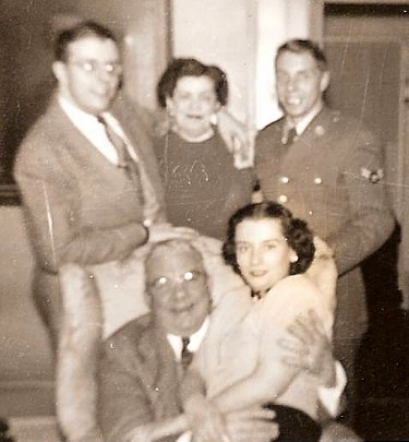 Towar Family(1951)