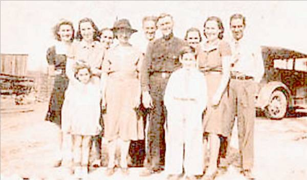 Vernon Page and Etta (Jones) and Family (1941)