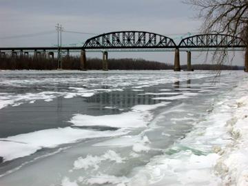 Ice on the Hudson 1/25/03