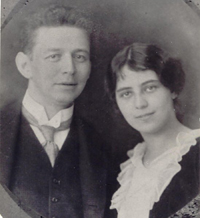 richard Morawetz and Frida Glaser's engagement picture