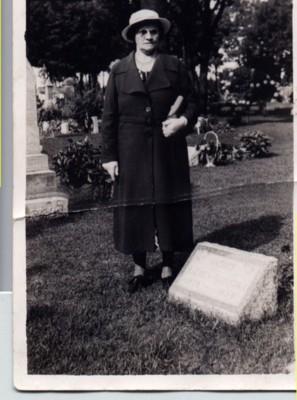 http://freepages.genealogy.rootsweb.com/~reindervantil/AnnechienOverkamp.jpg