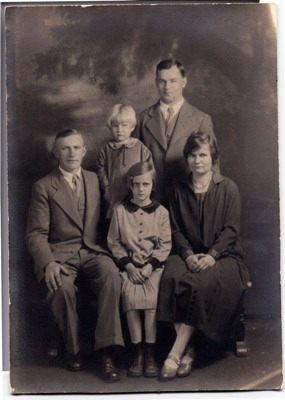 http://freepages.genealogy.rootsweb.com/~reindervantil/FamilieKlaasOverkamp.jpg