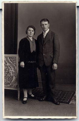 http://freepages.genealogy.rootsweb.com/~reindervantil/FeikeOverkampAndTrientjeDeHaan.jpg