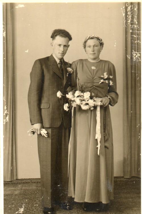http://freepages.genealogy.rootsweb.com/~reindervantil/JacobaVanTilAndriesDeVries.jpg