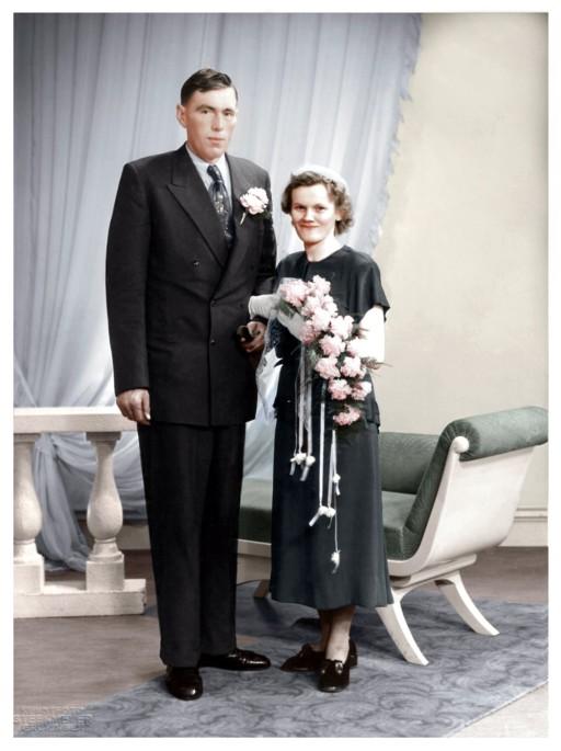 http://freepages.genealogy.rootsweb.com/~reindervantil/JanvanTilenReinaOverkampHuwelijksfoto1954.jpg