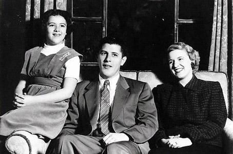 Stanley & Madelyn (Payne) Dunham w/daughter Stanley Ann