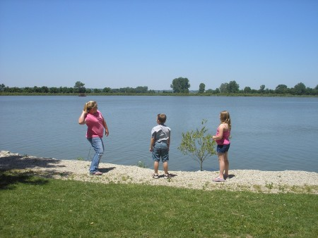 The kids skipping rocks